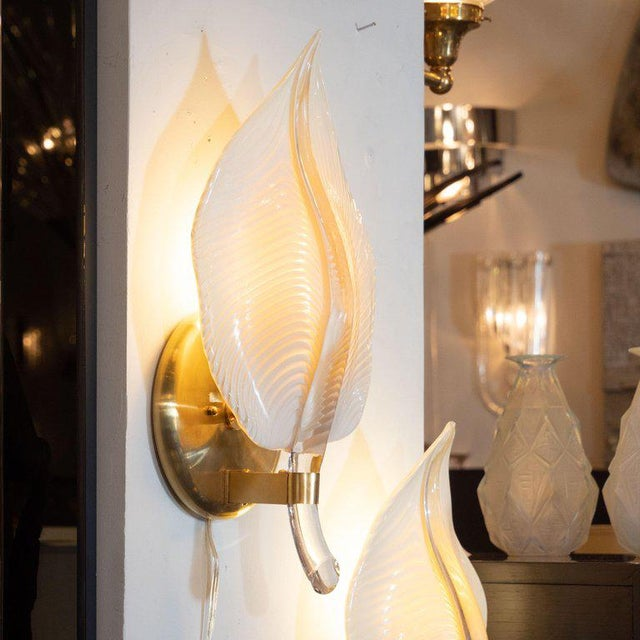 Pair of Handblown Murano Honeycomb Leaf Sconces With Brass Detailing For Sale In New York - Image 6 of 11