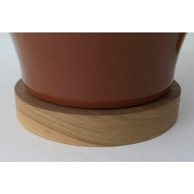 "Contemporary Paul Schneider Ceramic ""Matagorda"" Lamp in Glossy Cocoa Glaze For Sale - Image 3 of 6"