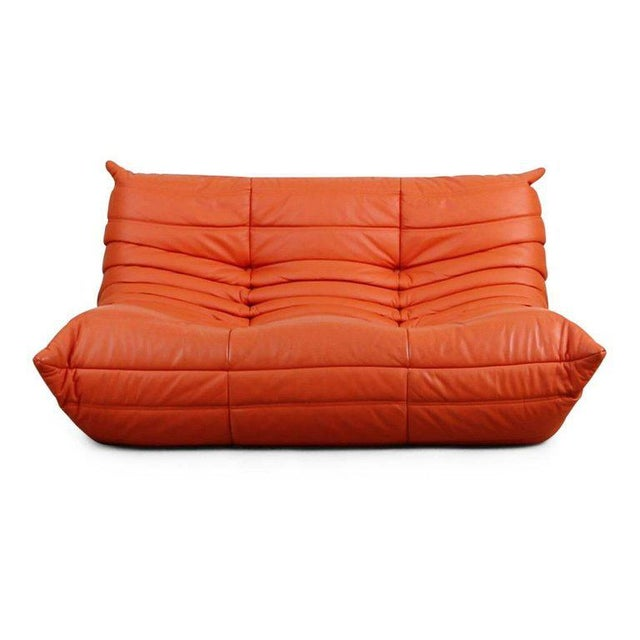 Timeless Ligne Roset Togo settee / loveseat designed by Michel Ducaroy in 1973. This eye-catching sofa features an...