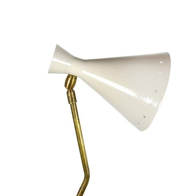 Mid-Century Modern Italian Counter Weight Brass Table Lamp Attributed to Roberto Menghi For Sale - Image 3 of 8