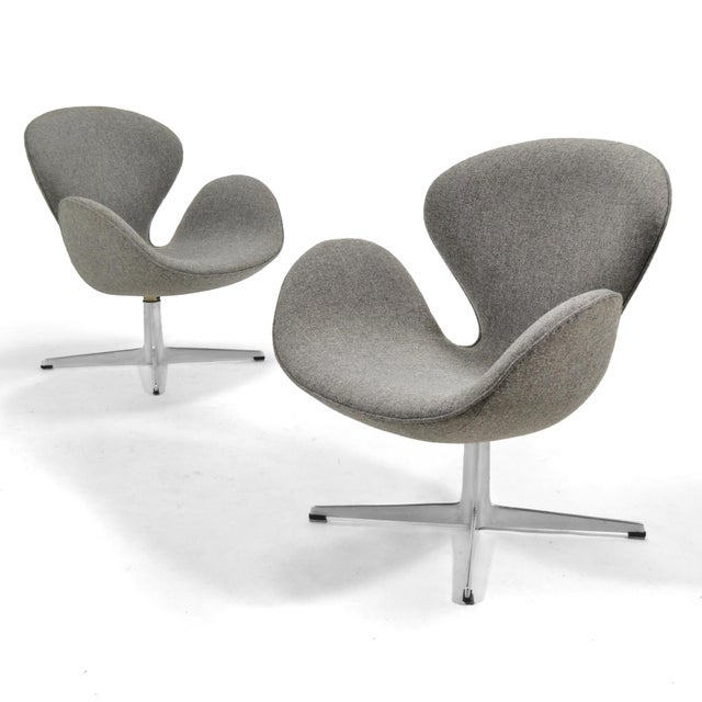 Gray Arne Jacobsen Pair of Swan Chairs by Fritz Hansen For Sale - Image 8 of 11