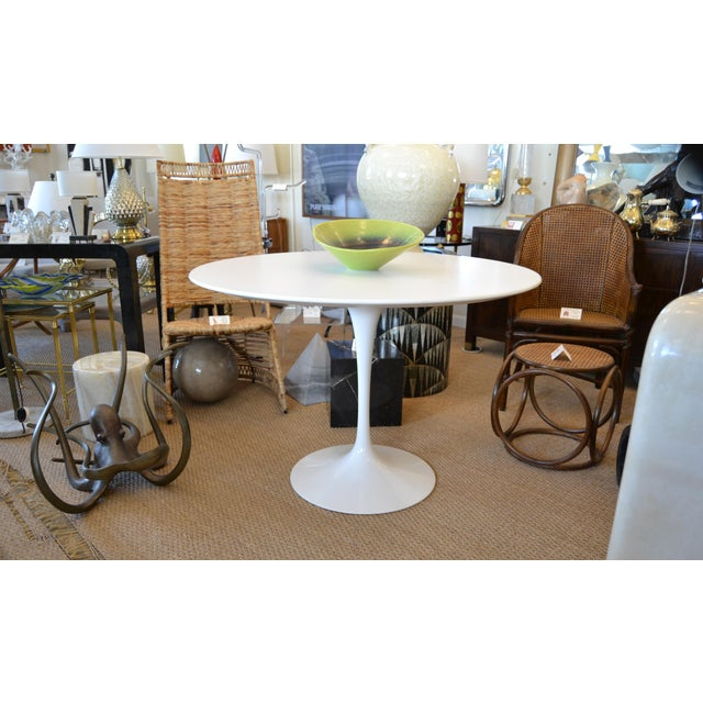 1970s Original Eero Saarinen Round Antique White Laminated Tulip Dining Table Knoll For Sale - Image 5 of 13