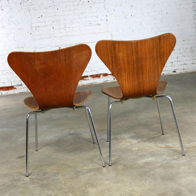 Chrome Series 7 Chairs by Arne Jacobsen for Fritz Hansen Vintage MCM Molded Teak a Pair For Sale - Image 7 of 13