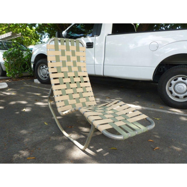 1950s 1950s Vintage Aluminum Webbed Surfboard Pool Rocking Lounge Chair For Sale - Image 5 of 9