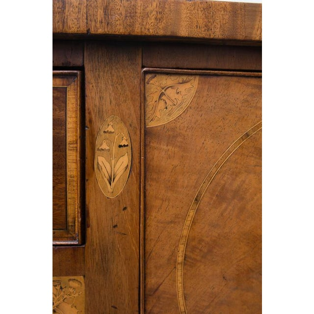 18th Century English George III Mahogany Inlaid Serpentine Sideboard For Sale In West Palm - Image 6 of 9