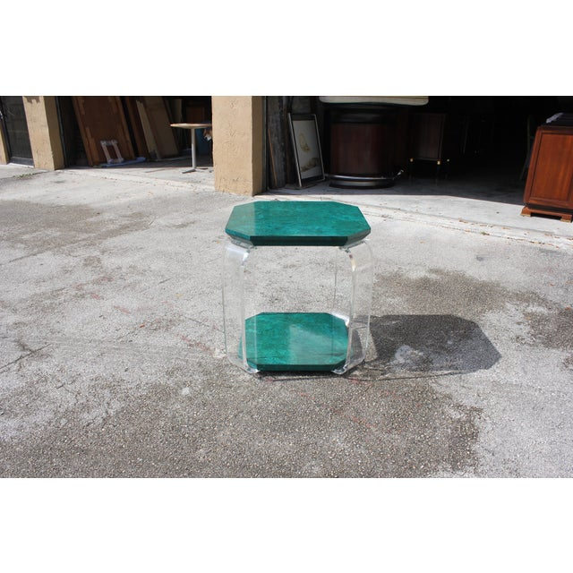 1970s 1970s Mid-Century Modern Green Emerald Burwood and Lucite Accent Table For Sale - Image 5 of 13