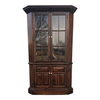 1970s Ethan Allen Tavern Pine Collection Corner Cabinet For Sale