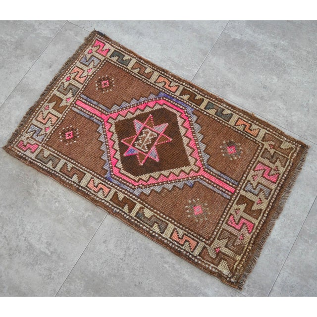 Boho Chic Distressed Low Pile Natural Background Yastik Rug Small Rug - 26'' X 42'' For Sale - Image 3 of 5