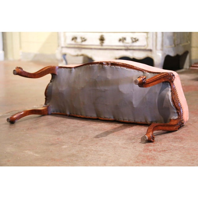 Pink Midcentury French Louis XV Carved Walnut and Velvet Bombe and Curved Bench For Sale - Image 8 of 9
