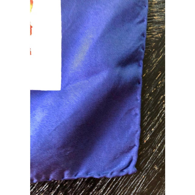 """1970s 1970s Gucci """"Flora"""" Scarf With Blue Border For Sale - Image 5 of 13"""