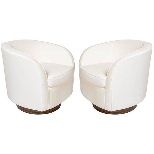 44e1bcea7ee99 White Pair of Milo Baughman Lounge Chairs with Swivel Bases For Sale -  Image 8 of