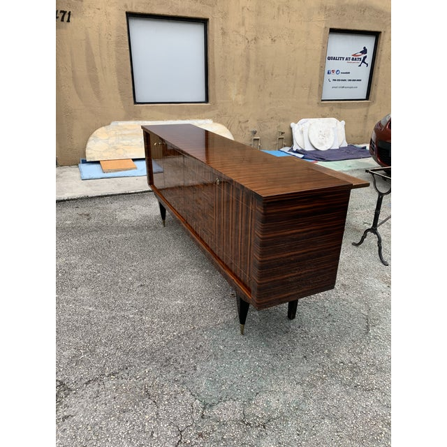 1940s Art Deco Exotic Macassar Ebony Sideboard/Credenza For Sale In Miami - Image 6 of 13