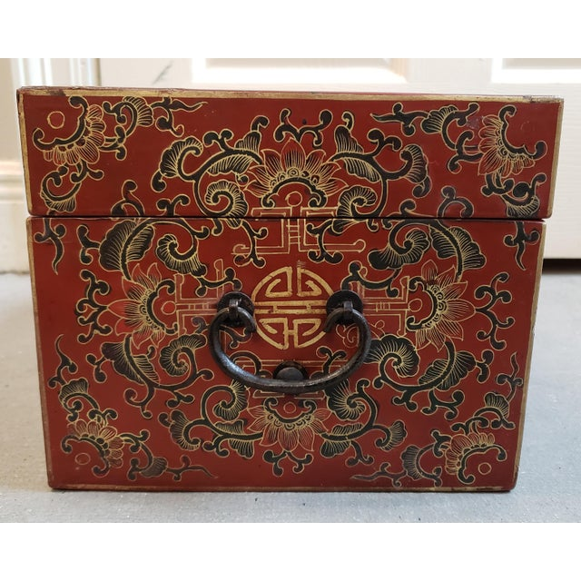 Late 19th Century Chinese Painted Lacquered Wood Carved Imperial Court Motif Chest For Sale In New Orleans - Image 6 of 10
