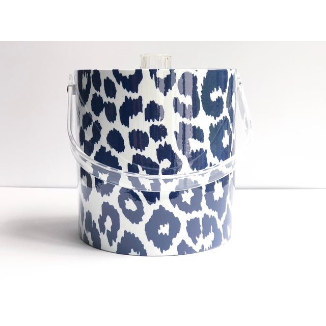 Traditional Schumacher Blue and White Iconic Leopard Ice Bucket For Sale - Image 3 of 3
