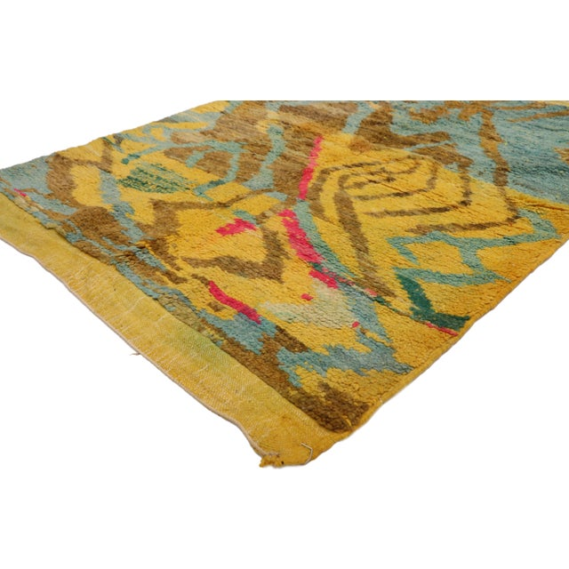 21065 Contemporary Berber Moroccan Rug with Abstract Expressionist Style 03'06 x 04'10. Displaying asymmetrical...