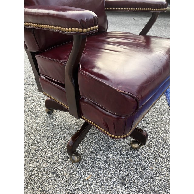 1990s Vintage Cabot Wrenn Executive Style Leather Swivel Chair For Sale - Image 10 of 13