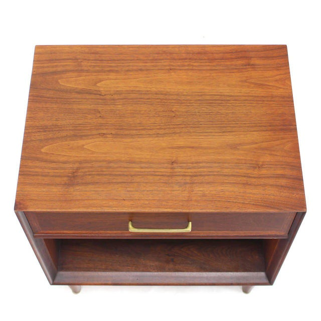 Mid-Century Modern Pair of Mid-Century Modern Walnut End Tables with Brass Pulls For Sale - Image 3 of 10