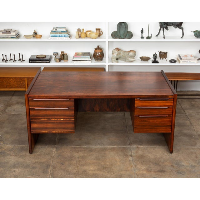 Florence Knoll Rosewood Executive Desk For Sale - Image 4 of 11