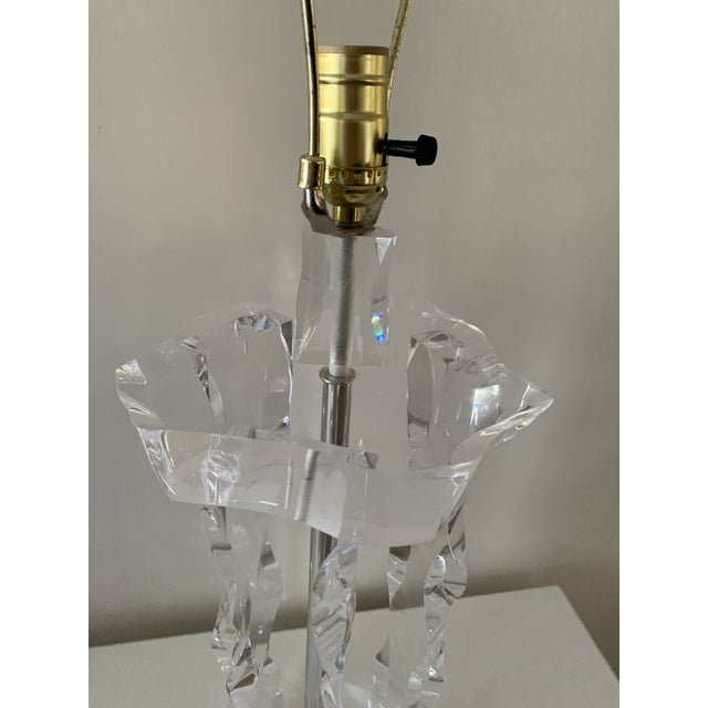 1970s Lion in Frost Style Large Lucite Table Lamp For Sale - Image 12 of 13