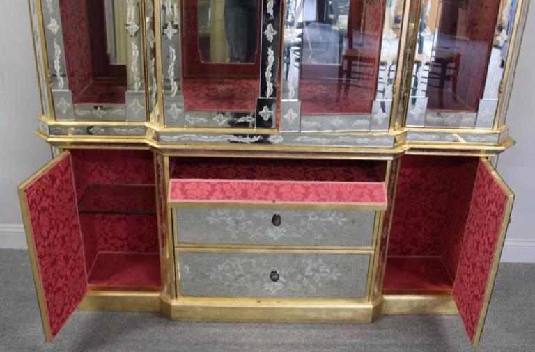 Hollywood Regency Italian Églomisé Glass And Mirrored Breakfront China  Cabinet   Image 5 Of 8