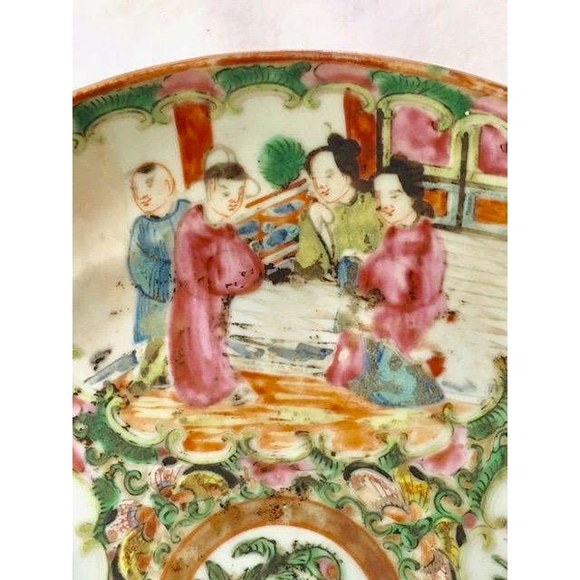 Early 21st Century 19th Century Chinese Rose Medallion Plate For Sale - Image 5 of 8