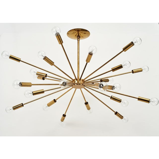 Mid-Century Modern Gino Sarfatti 24 Light Brass 'Sputnik' Chandelier model 4081, ca. 1950 For Sale - Image 3 of 9