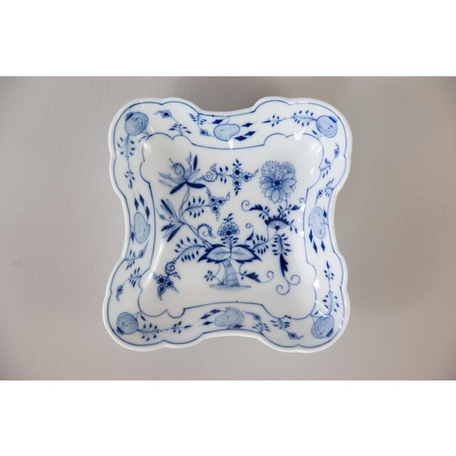 Blue Onion Square Porcelain Dish For Sale In Houston - Image 6 of 6