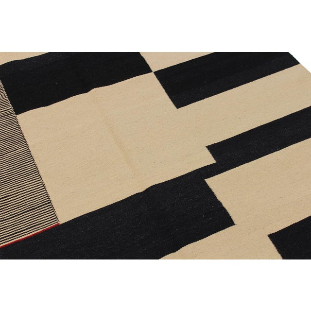 Modern Abstract Kilim Aleen Black Hand-Woven Wool Rug -5′7″ × 8′ For Sale - Image 4 of 8