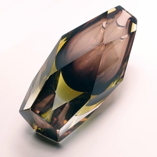 Purple 1960s Vintage Luigi Mandruzzato Pentagonal Amethyst Diamond Cut Block Vase For Sale - Image 8 of 12