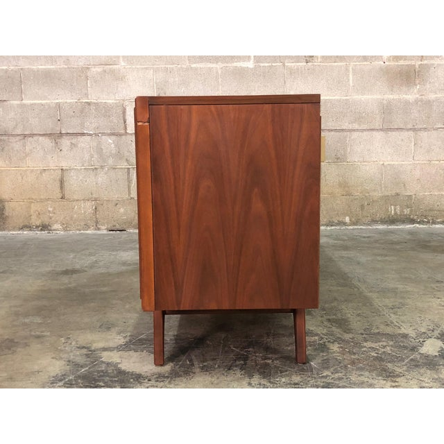 Zenith Mid-Century Modern Stereo Console / Radio / Record Player / Tv Stand For Sale In Saint Louis - Image 6 of 13