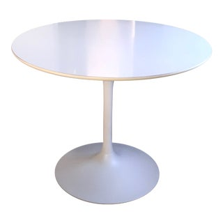 1960s Mid-Century Modern White Aluminum Tulip Dining Table For Sale