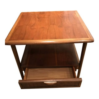 Vintage Lane Mid-Century Modern Walnut Nightstand Side End Table For Sale