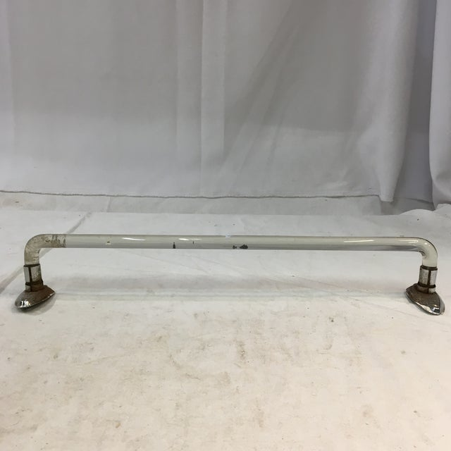 This is a timeless vintage lucite towel bar with a pair of matching chrome-plated steel towel bar holders. The lucite bar...