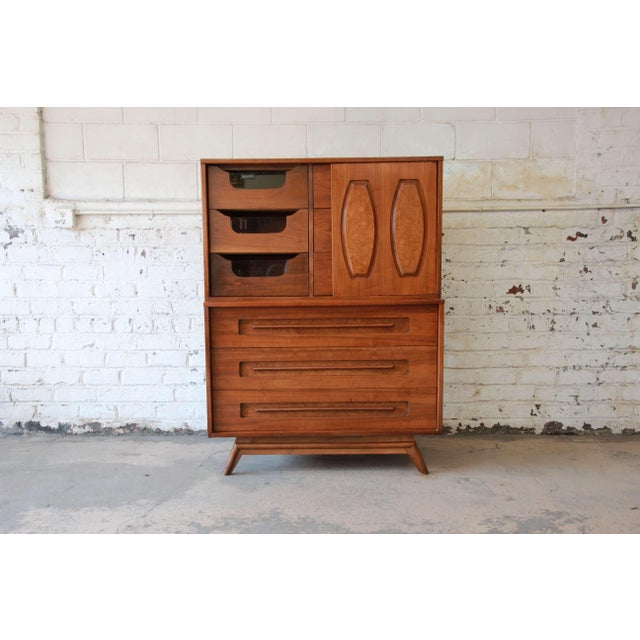Mid-Century Modern Young Manufacturing Mid-Century Modern 9-Drawer Gentleman's Chest For Sale - Image 3 of 10