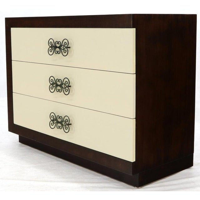 Mid-Century Modern Pair of Two-Tone Mid-Century Modern Art Deco Bachelor Chests Dressers For Sale - Image 3 of 13