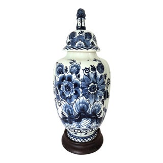 20th Century Royal Delft Blue and White 'Foo Lion' Porcelain Floral Vase & Stand For Sale