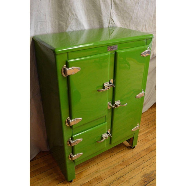 Early American Green Ice Box Refrigerator Bar by Windsor, circa 1920s For Sale - Image 3 of 10