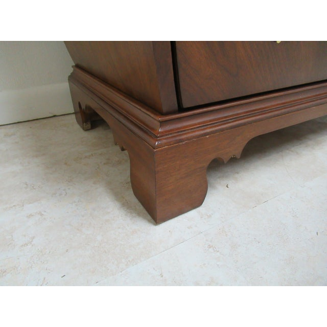 2000 - 2009 French Country Weiman Serpentine Bachelors Chest For Sale - Image 5 of 13