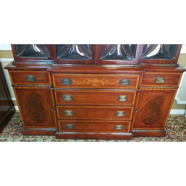 Traditional Very Good 1940s Inlaid & Banded Mahogany Living Room Breakfront China Cabinet For Sale - Image 3 of 11