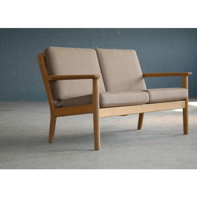 Hans Wegner Loveseat or Settee Model GE-265 for GETAMA, Denmark For Sale - Image 9 of 9