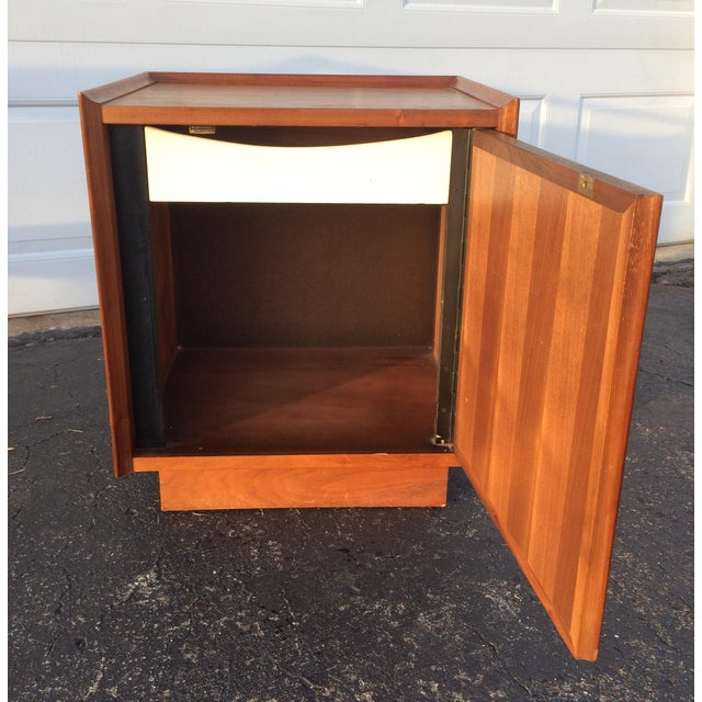 Dillingham Esprit Mid-Century Modern Nightstand - Image 8 of 10