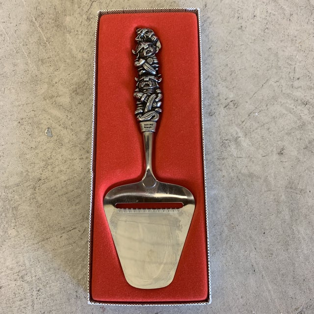 Konge Tinn Royal Pewter Viking Handle Cheese Plane For Sale - Image 12 of 12