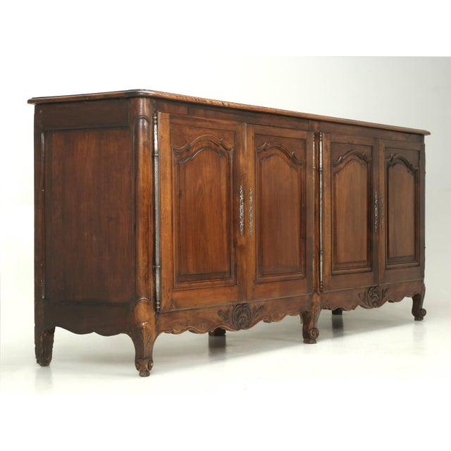 """Antique French """"très Grand"""" Buffet in Walnut For Sale - Image 10 of 10"""