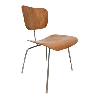 Mid Century Eames Herman Miller Eames Molded Chair For Sale