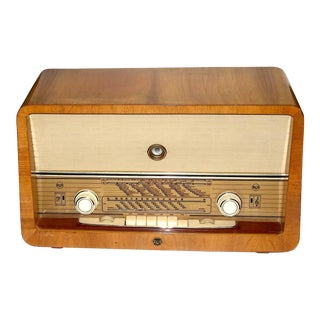 Rca Vintage Multi Band, Multi Voltage, Large Console Radio Circa 1950 For Sale