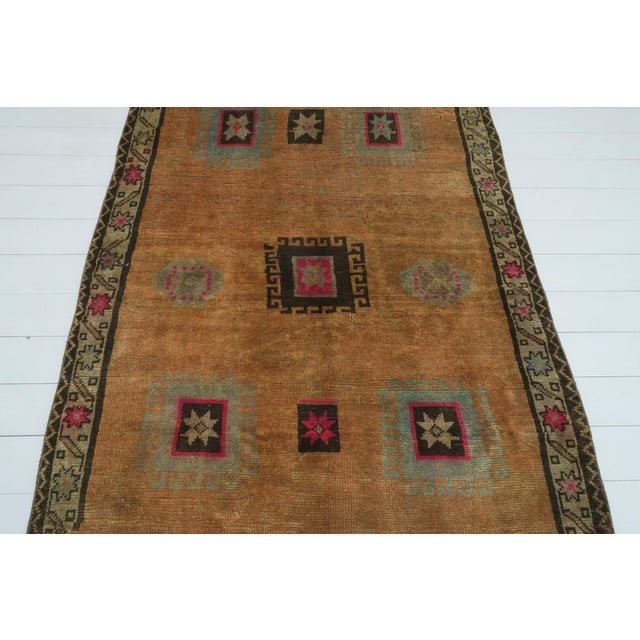 "Mid 20th Century Vintage Turkish Kilim Rug-4'3'x5'10"" For Sale - Image 5 of 13"