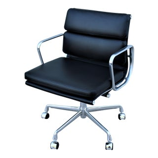 Mid-Century Modern Herman Miller Eames Soft Pad Black Management Chair For Sale