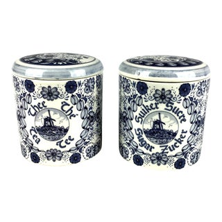1920s English Traditional Delft Blue Covered Tea & Sugar Porcelain Containers - a Pair For Sale