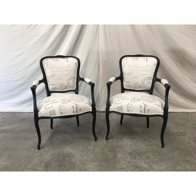 1910s French Antique Louis XV Style White Linen Arm Chairs - a Pair For Sale - Image 11 of 12
