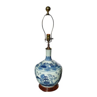19th Century Chinoiserie Blue and White Ceramic Chinese Canton Balloon Lamp With Pagoda and Brass For Sale